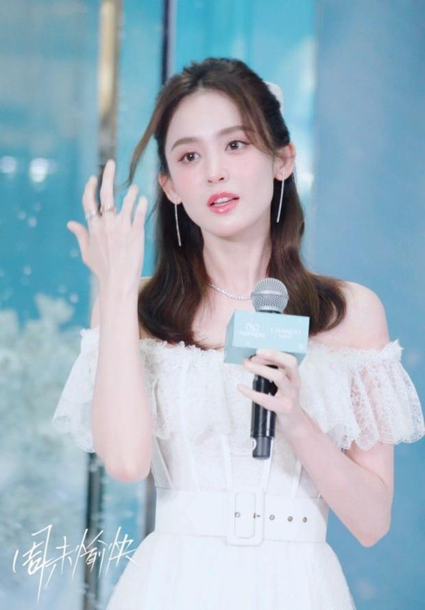 Nhan sắc 1 nữ thần Cbiz qua ảnh không PTS đang gây bão cả Weibo, đối thủ visual đáng gờm của Địch Lệ Nhiệt Ba có khác! - Ảnh 11.