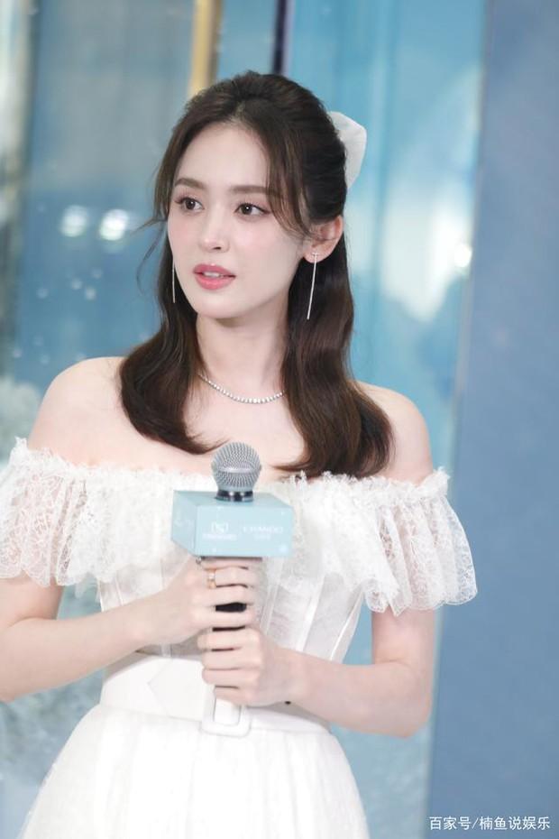 Nhan sắc 1 nữ thần Cbiz qua ảnh không PTS đang gây bão cả Weibo, đối thủ visual đáng gờm của Địch Lệ Nhiệt Ba có khác! - Ảnh 7.