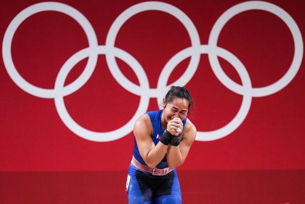 Xót xa hình ảnh đôi bàn tay của VĐV Philippines sau khi giành HCV Olympic, xứng đáng với khoản thưởng rất nhiều số 0 cô nhận được  - Ảnh 2.