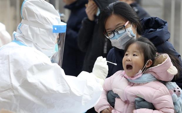 Biến thể Delta ghé thăm Trung Quốc: Nguy cơ lây lan mạnh, một thành phố gấp rút xét nghiệm gần 10 triệu dân - Ảnh 1.