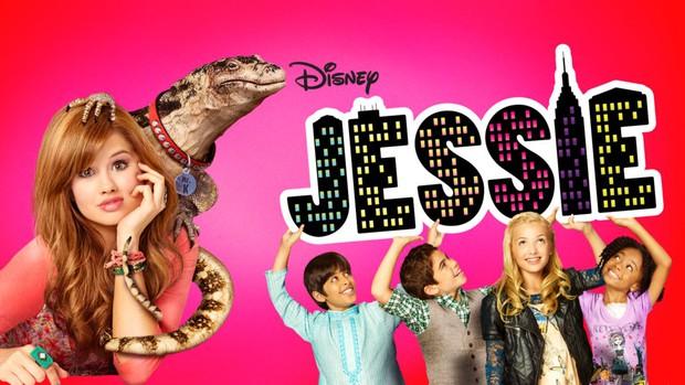 Dàn sao nhí Jessie dậy thì ngoạn mục sau 10 năm: Cô em út giờ 3 vòng siêu quyến rũ, nhưng xót xa nhất là nam chính bạc mệnh - Ảnh 1.