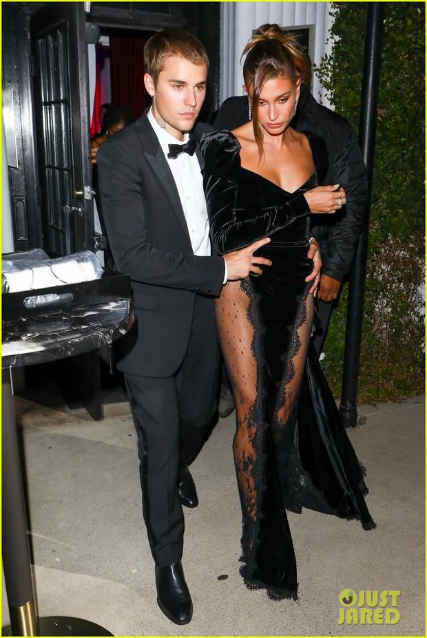 Justin Bieber mở tiệc cực hot: Lên đồ lột xác bảnh như chú rể, ôm khư khư Hailey vì lo nàng mặc váy xẻ sâu hoắm đến mức lộ hàng - Ảnh 8.
