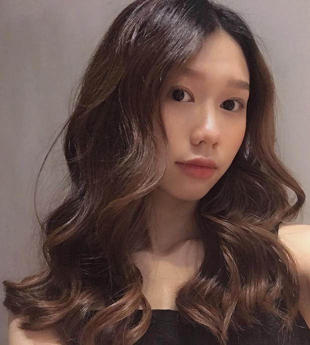 Từng suýt hói vì làm xoăn nhiều, gái xinh đã đổi cách chăm tóc thật chuẩn, kết quả là giờ tóc bóng khỏe nhìn phát mê - Ảnh 2.