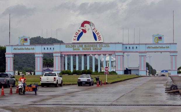 Xưởng chế biến thịt gà lớn nhất Châu Á trở thành ổ dịch Covid-19 khổng lồ: Gần 3.500 công nhân bị nhiễm - Ảnh 1.