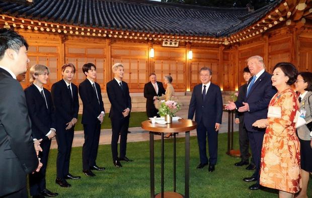 Trước sự nổi tiếng thế giới của BTS, EXO từng là sự lựa chọn của quốc gia, biểu diễn từ Olympic đến Asian Game - Ảnh 11.