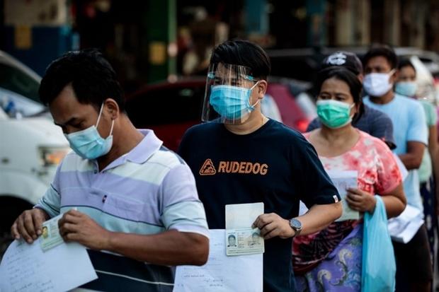 Thiếu hụt vaccine khiến cuộc khủng hoảng Covid-19 tại Thái Lan ngày càng trầm trọng - Ảnh 1.