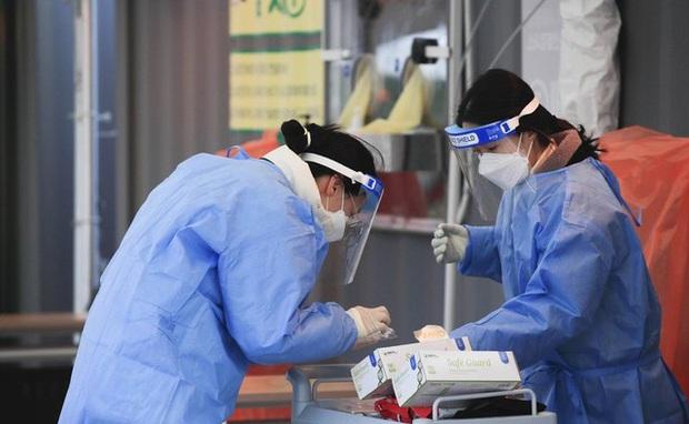 Hàn Quốc ghi nhận hơn 1.300 nhiễm mới trong ngày thứ hai liên tiếp - Ảnh 1.