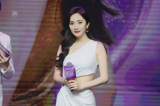 Trở thành gái độc thân, Dương Mịch ngày càng mlem với body đẳng cấp, đã thế còn chăm hở bạo khoe vòng 2 sexy - Ảnh 2.