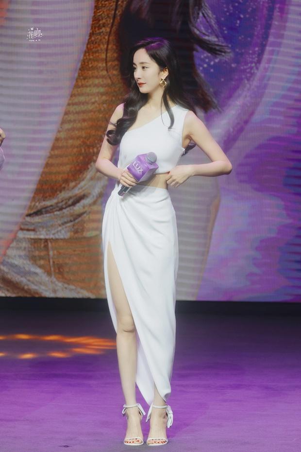 Trở thành gái độc thân, Dương Mịch ngày càng mlem với body đẳng cấp, đã thế còn chăm hở bạo khoe vòng 2 sexy - Ảnh 5.