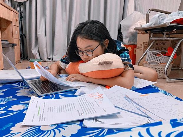 So kè điểm thi tốt nghiệp: Phương Mỹ Chi, vợ kém 16 tuổi của Quách Ngọc Tuyên vẫn thua xa 1 nhân vật này? - Ảnh 1.