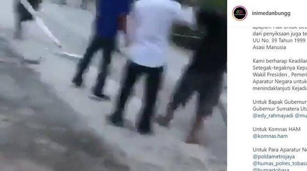 Dân mạng chia sẻ rầm rộ clip người đàn ông bị đánh hội đồng, biết được nguyên nhân ai cũng thốt lên không thể thương nổi - Ảnh 1.