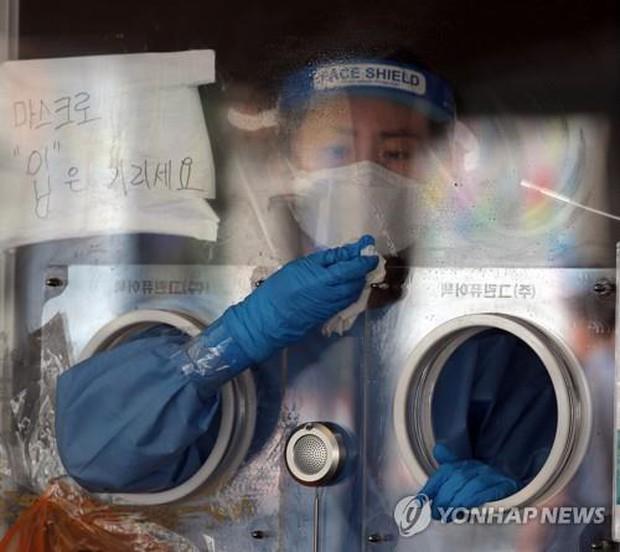 Hàn Quốc gặp khó trước làn sóng Covid-19 thứ 4: Biến thể Delta tăng gấp 10 lần, F0 len lỏi mất dấu - Ảnh 4.