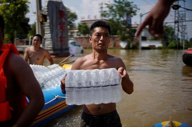 Mưa lũ Trung Quốc: Người chết gia tăng, thêm cảnh báo ảm đạm - Ảnh 4.
