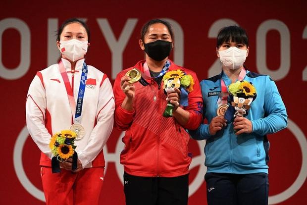 Xót xa hình ảnh đôi bàn tay của VĐV Philippines sau khi giành HCV Olympic, xứng đáng với khoản thưởng rất nhiều số 0 cô nhận được  - Ảnh 4.