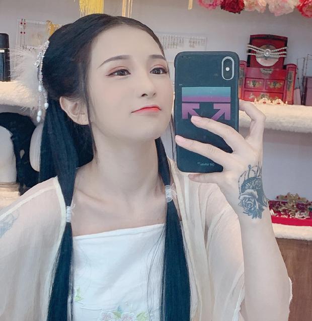 Tắt nhầm app rồi để lộ mặt thật khi đang lên sóng, nữ streamer xinh đẹp bỗng hóa bà thím già nua khiến người xem hoảng loạn - Ảnh 5.