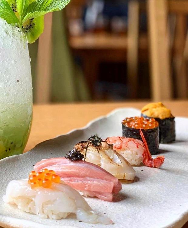 Thanh niên sốc nặng khi thấy con vật kinh dị bò nhúc nhích trong đĩa sushi, điều ngạc nhiên là sự cố này xảy ra... ở Nhật?  - Ảnh 4.