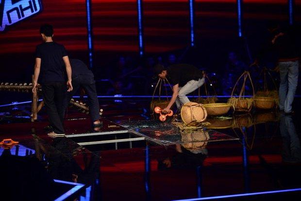 Giọng Hát Việt Nhí từng bị sập sân khấu khiến 3 người bị thương ngay trên sóng trực tiếp - Ảnh 5.