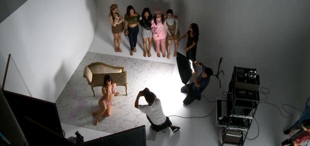 Show thực tế Việt gây ồn ào vì cho thí sinh mặc bikini liên tục, tạo dáng quá gợi cảm trên truyền hình - Ảnh 5.