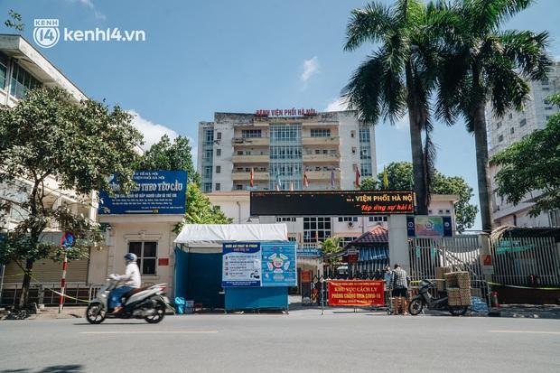 KHẨN tìm người từng đến Bệnh viện Phổi Hà Nội từ ngày 6/7 đến ngày 25/7 - Ảnh 1.