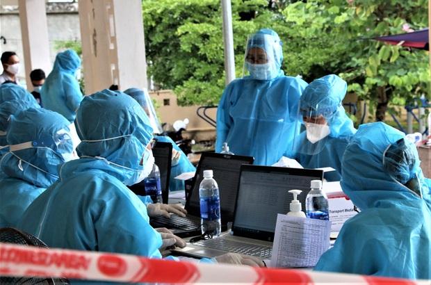 Đến bệnh viện khám lở miệng, nữ công nhân 20 tuổi phát hiện nhiễm Covid-19 - Ảnh 2.