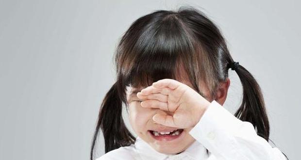 Con gái 5 tuổi thường xuyên khóc lóc giữa đêm, người mẹ quyết tâm đi rình, đến khi vạch áo con phát hiện sự thật khiến chị hối hận mãi - Ảnh 3.