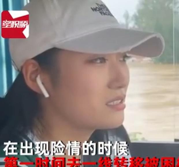 Cô gái dũng cảm lái xe bus vào vùng lũ cứu 100 người gặp nạn, nhan sắc nổi bật càng khiến dân mạng mê mệt hỏi info - Ảnh 2.