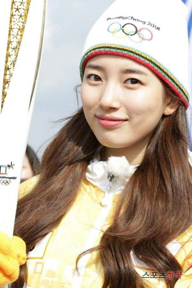 1 nữ thần xứ Hàn từng náo loạn lễ rước đuốc Olympic 2018: Đẹp ngây ngất giữa đoàn diễu hành, chấp ống kính phóng viên zoom sát - Ảnh 7.