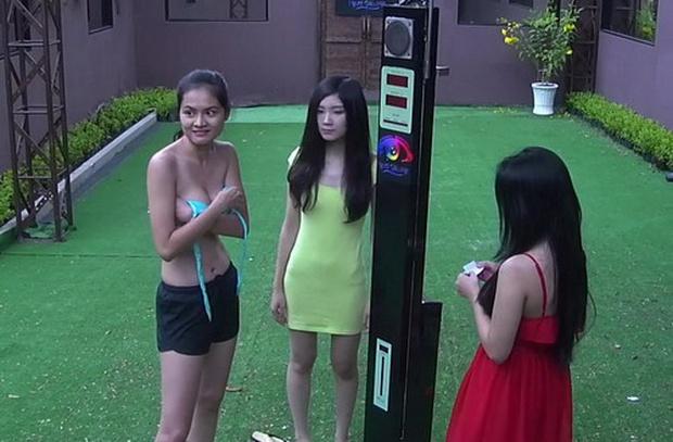 Có 2 cô gái từng sẵn sàng bán nude trên truyền hình chỉ để... giảm được vài lạng! - Ảnh 1.
