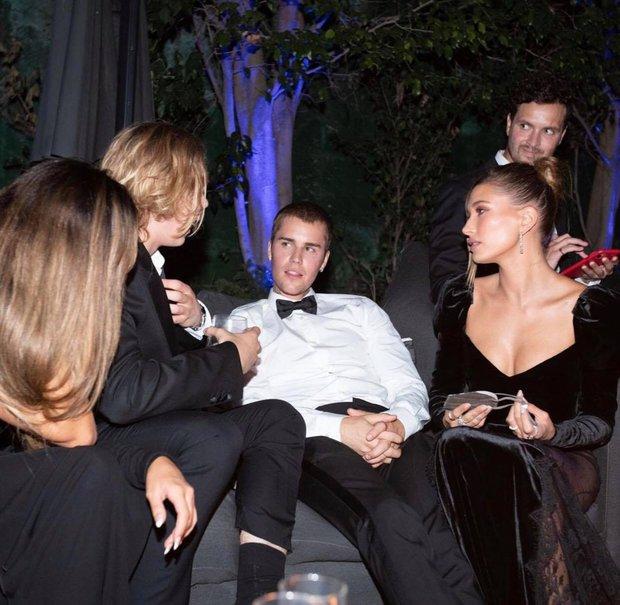 Vợ chồng Justin Bieber tung ảnh sự kiện hot: Chàng thần thái đỉnh cao, spotlight lại dồn về vòng 3 lộ gần hết của Hailey - Ảnh 5.