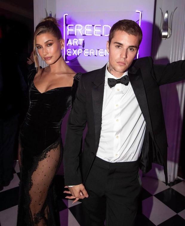 Vợ chồng Justin Bieber tung ảnh sự kiện hot: Chàng thần thái đỉnh cao, spotlight lại dồn về vòng 3 lộ gần hết của Hailey - Ảnh 6.