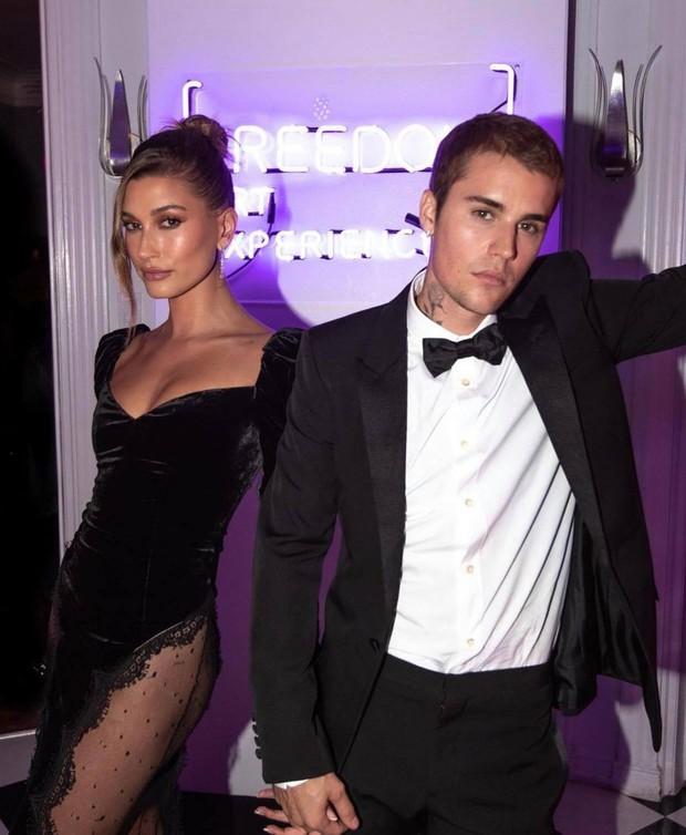 Vợ chồng Justin Bieber tung ảnh sự kiện hot: Chàng thần thái đỉnh cao, spotlight lại dồn về vòng 3 lộ gần hết của Hailey - Ảnh 7.