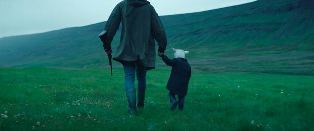 Phim kinh dị về thần thoại Bắc Âu gây sốc óc vì cặp đôi hiếm muộn nuôi... cừu làm con, trả giá kinh hoàng vì chống lại thiên nhiên - Ảnh 8.