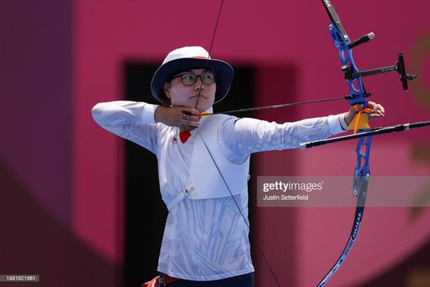 Mỹ nhân bắn cung Việt Nam thi đấu xuất thần, khiến cựu HCĐ Olympic suýt phải ôm hận - Ảnh 1.