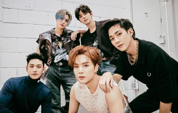 Chỉ 5 nhóm Kpop trong 25 năm qua gia hạn hợp đồng mà đội hình vẫn nguyên vẹn: BTS không bất ngờ bằng 1 nhóm 13 người - Ảnh 7.