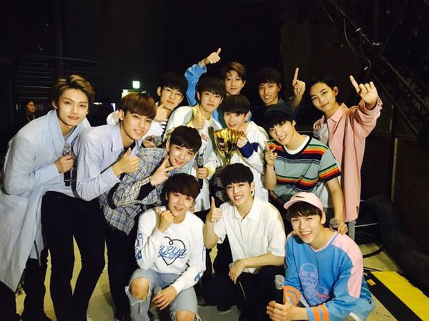 Chỉ 5 nhóm Kpop trong 25 năm qua gia hạn hợp đồng mà đội hình vẫn nguyên vẹn: BTS không bất ngờ bằng 1 nhóm 13 người - Ảnh 4.