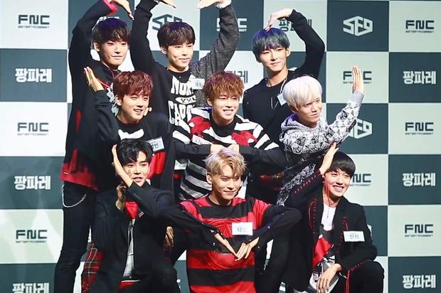 Chỉ 5 nhóm Kpop trong 25 năm qua gia hạn hợp đồng mà đội hình vẫn nguyên vẹn: BTS không bất ngờ bằng 1 nhóm 13 người - Ảnh 8.