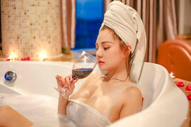 Hot girl ngực khủng Mon 2K sau scandal hôn phản cảm: Lấn sân ca hát, tuyên bố giọng không thua Ngọc Trinh, Chi Pu - Ảnh 6.