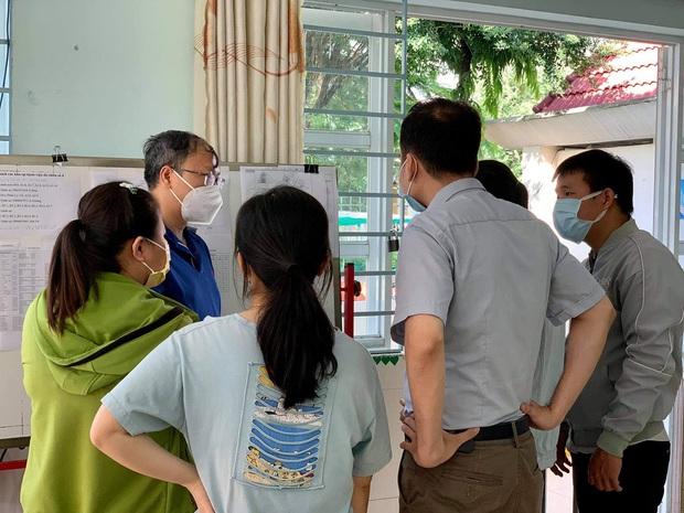 Những công việc không tên khổng lồ ở bệnh viện dã chiến TP.HCM - Ảnh 2.