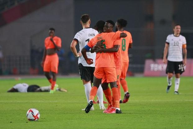 Bị cầm hòa 1-1, đương kim á quân Olympic Đức bị loại khỏi Thế vận hội ngay sau vòng bảng - Ảnh 9.