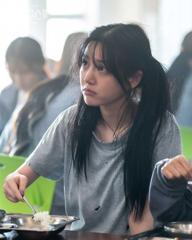 Bạn tù lườm cháy mắt rich kid Seok Kyung (Penthouse): Tưởng 20 mà đã 31 tuổi, mỹ nhân xinh xỉu hóa ra là con gái Mama Chuê - Ảnh 3.