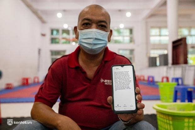 Tài xế công nghệ ở TP.HCM hào hứng khi được tiêm vắc xin Covid-19: Đọc tin nhắn thông báo tiêm, tôi mừng lắm - Ảnh 11.