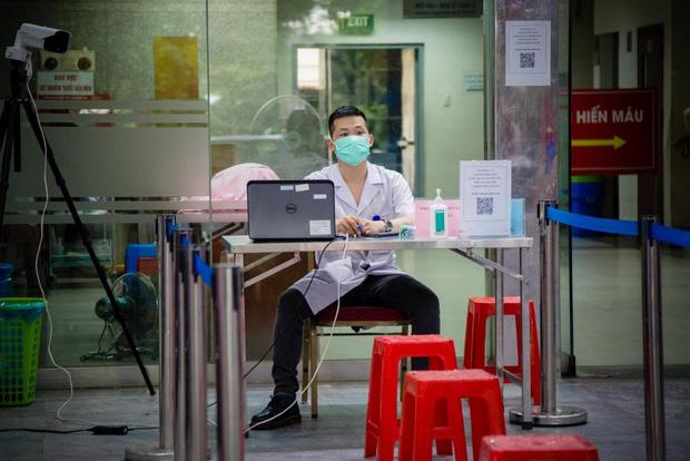 Ngân hàng máu kêu cứu vì nguồn dự trữ cạn kiệt, các điểm hiến máu vắng bóng người do dịch COVID-19 - Ảnh 2.