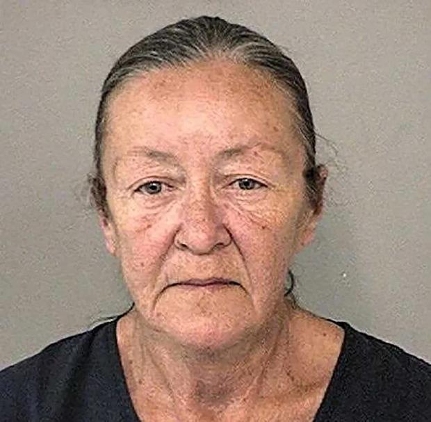 Nhận trông giữ bé trai từ năm 1984, người phụ nữ bất ngờ bị bắt giữ khi anh này qua đời 35 năm sau, toàn bộ sự việc khó tin gây chú ý lớn - Ảnh 1.