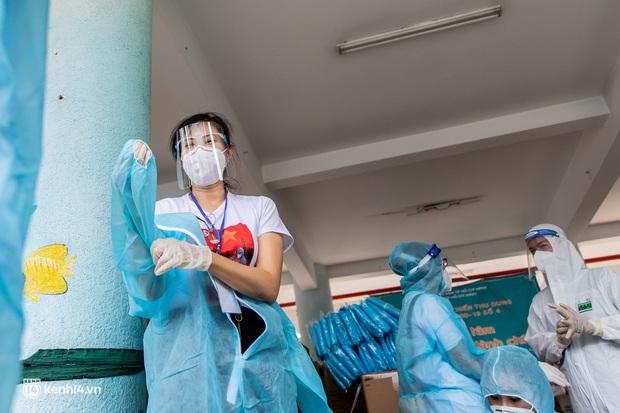 Sân khấu đặc biệt: Nơi ca sĩ Phương Thanh và các nghệ sĩ biểu diễn cho 4.000 F0 tại bệnh viện dã chiến - Ảnh 2.