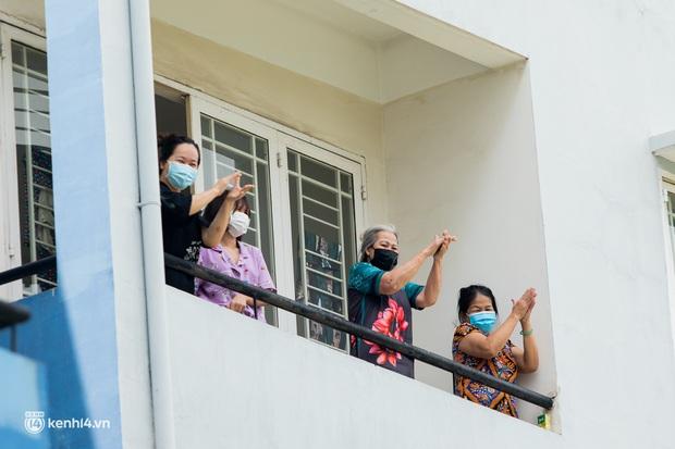 Sân khấu đặc biệt: Nơi ca sĩ Phương Thanh và các nghệ sĩ biểu diễn cho 4.000 F0 tại bệnh viện dã chiến - Ảnh 14.