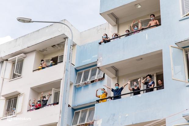 Sân khấu đặc biệt: Nơi ca sĩ Phương Thanh và các nghệ sĩ biểu diễn cho 4.000 F0 tại bệnh viện dã chiến - Ảnh 12.