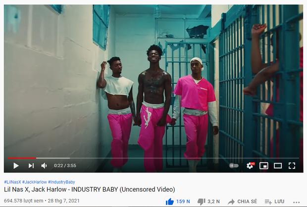 Nam rapper từng kết hợp BTS tiếp tục tung MV khoả thân 100% bên dàn vũ công nam bản không che, quả thật khiến bạn sốc phát tức! - Ảnh 2.