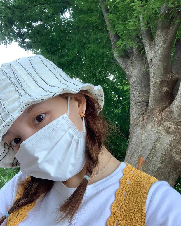 Sao Hàn dạo này đang mê tít tóc tết, học theo trông không như nàng thơ thì cũng hack tuổi siêu đỉnh - Ảnh 7.