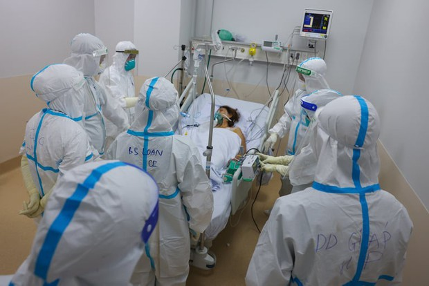 Bộ trưởng Bộ Y tế: TP.HCM đang trong trận chiến chống dịch nặng nề nhất, chưa có trong tiền lệ - Ảnh 2.