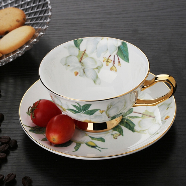 Jennie khoe ảnh uống trà chiều: Đến bộ tách đĩa cũng phải là hàng hiệu mới chịu, bóc giá mà... nấc nhẹ - Ảnh 11.